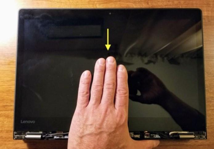 פירוק מסך מגע מחשב לנובו